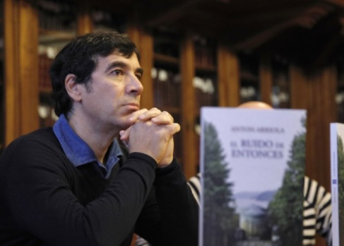 Erein lanza 'El ruido de entonces', la novela de Anton Arriola sobre Ryan, ingeniero de Lemoiz